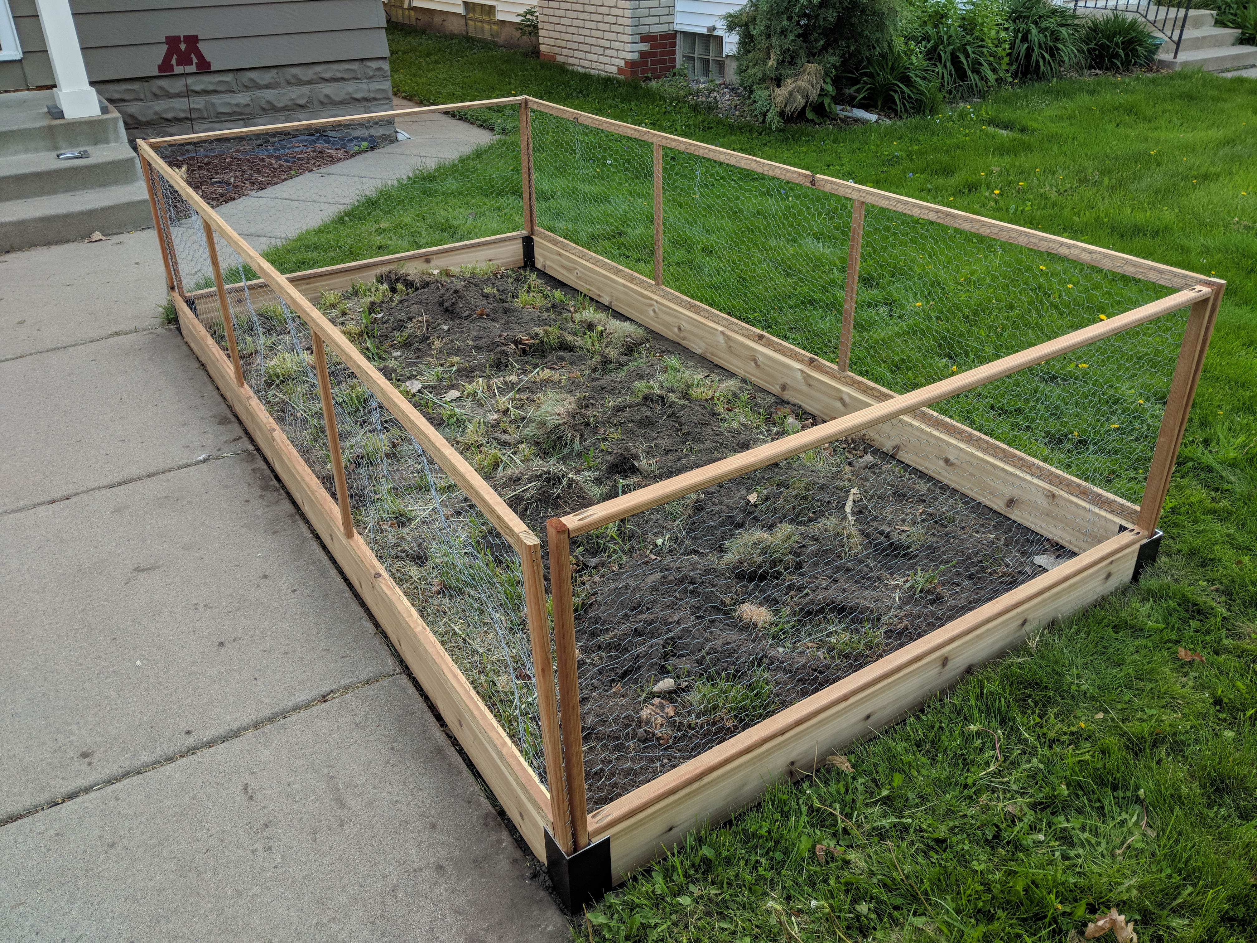 Chicken-wire fence panels for garden bed | Marginalia